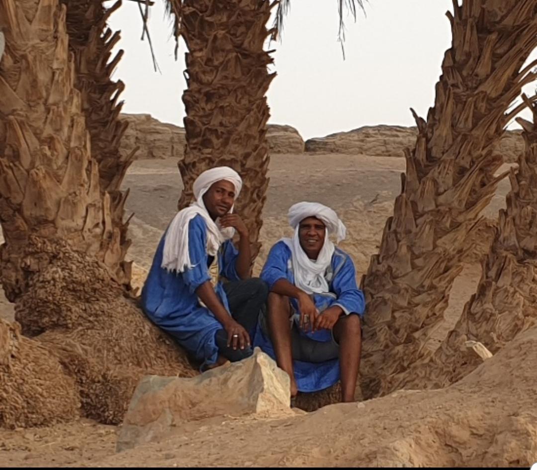 Deux Sahraoui dans une Oasis