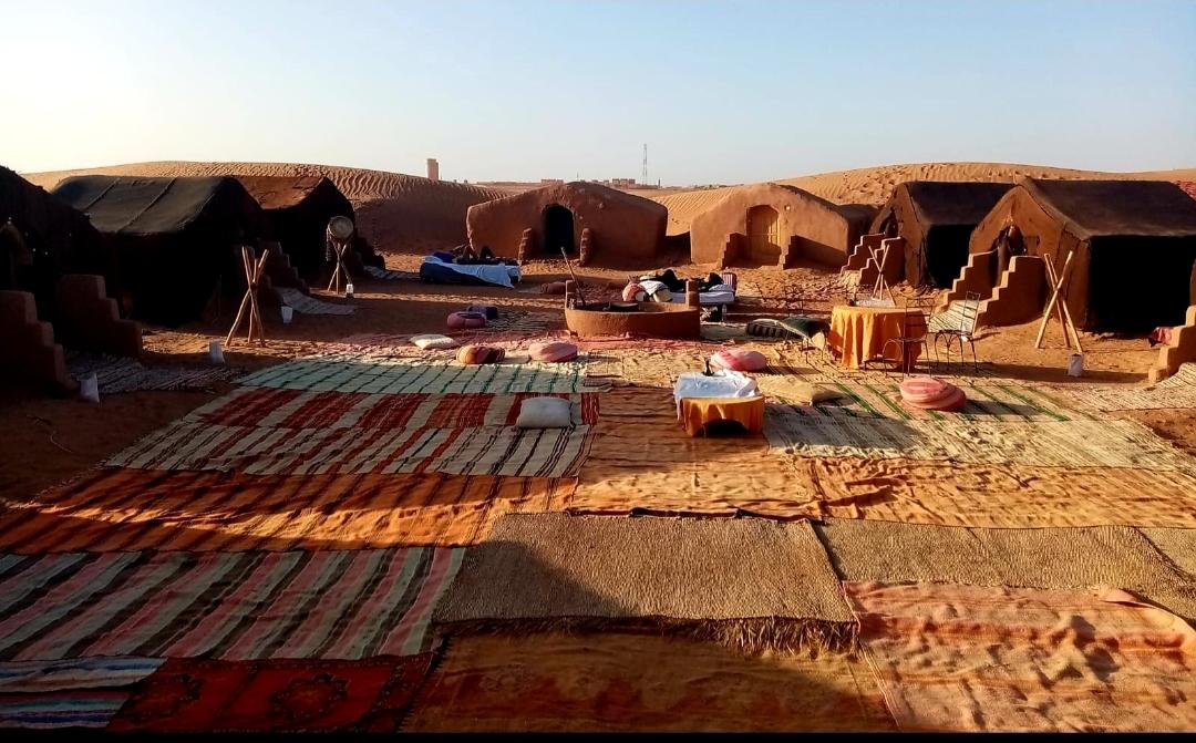 Espaces avec tapis Marocains pour les activités au bivouac