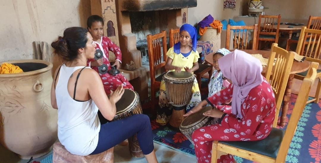 Partages de rythme aux Djumbé avec les enfants Berbères