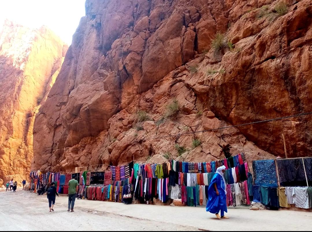 tapis colorés en vente dans les gorges