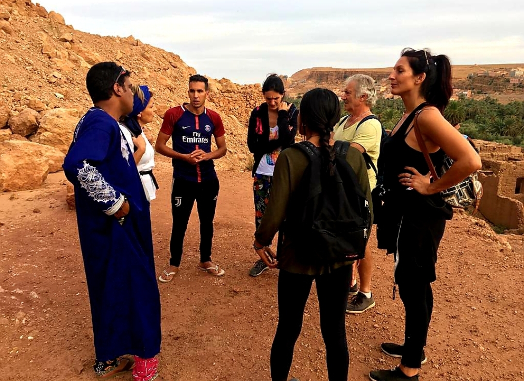 groupe qui discute avant le trek