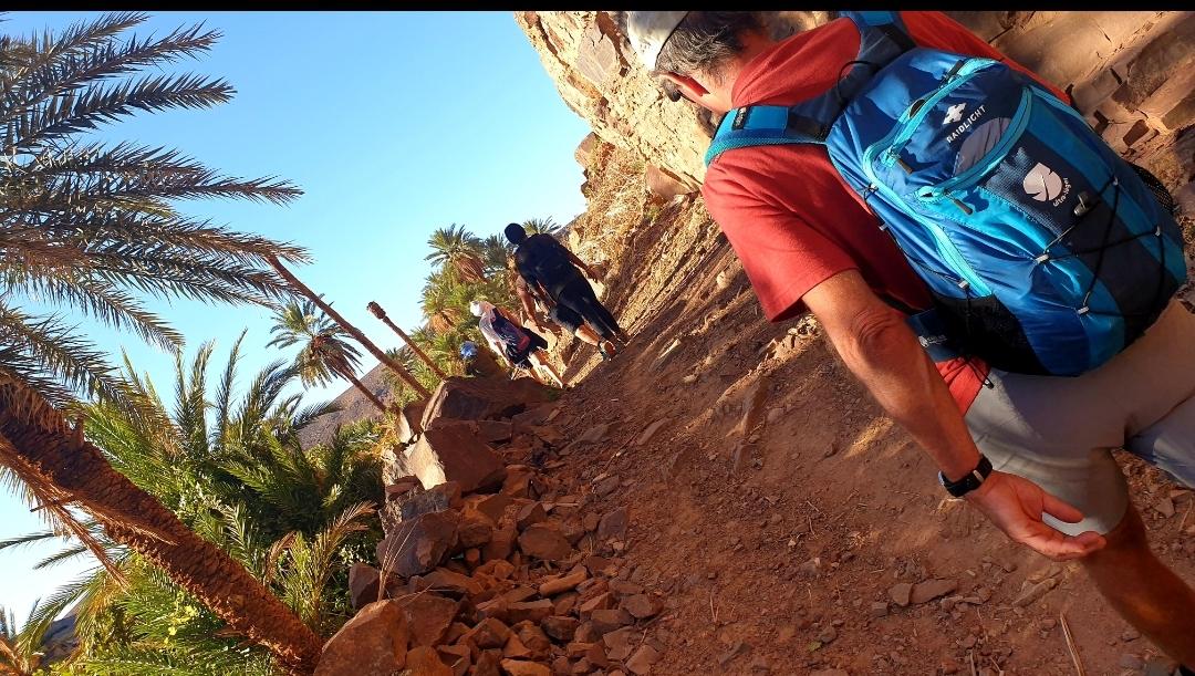 groupe de trek sur les sentiers de Fint