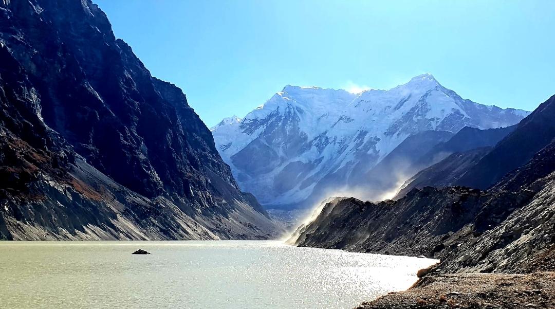 Népal paysage magnifiques autour du lac